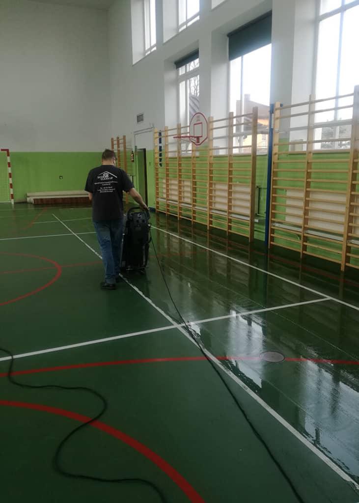 Akrylowanie powierzchni hali sportowej