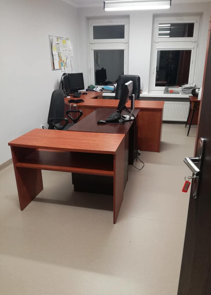 Przestawiając meble biurowe musimy dbać o to by nic nie uszkodzić