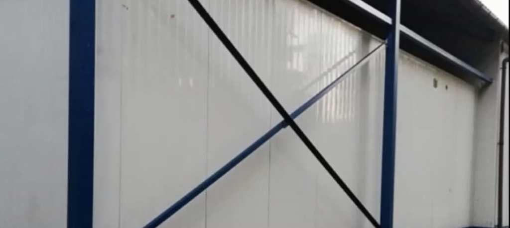 czyszczenie elewacji z blachy panelowej SCO CLEANUP1