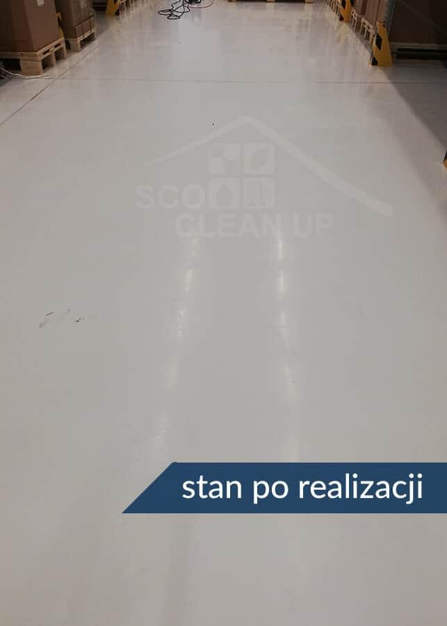 czyszczenie podłogi w magazynie