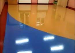 Akrylowanie podłogi w holu