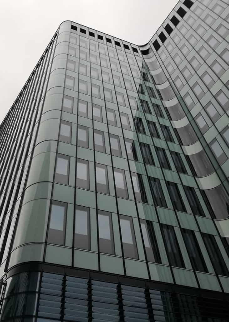 Mycie elewcji szklanej 30 m wysokości