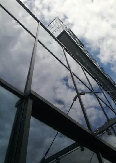 Czyszczenie zewnętrznej elewacji szklanej