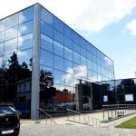 Mycie elewacji szklanej aquaparku