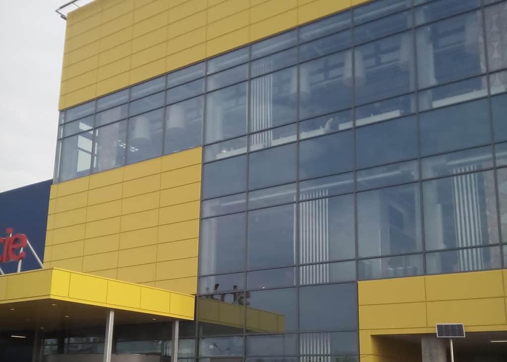 Mycie elewacji panelowej i okien