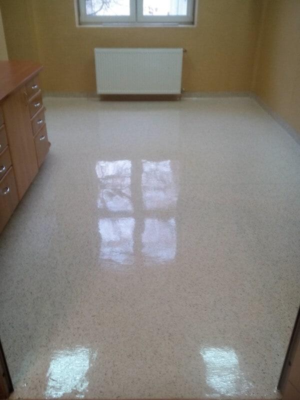 polimeryzacja podłogi w biurze